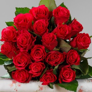 Buchet-19-trandafiri-rosii-2