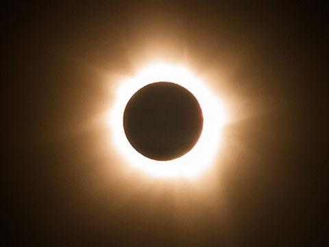 Eclipsa totala de soare din 2015